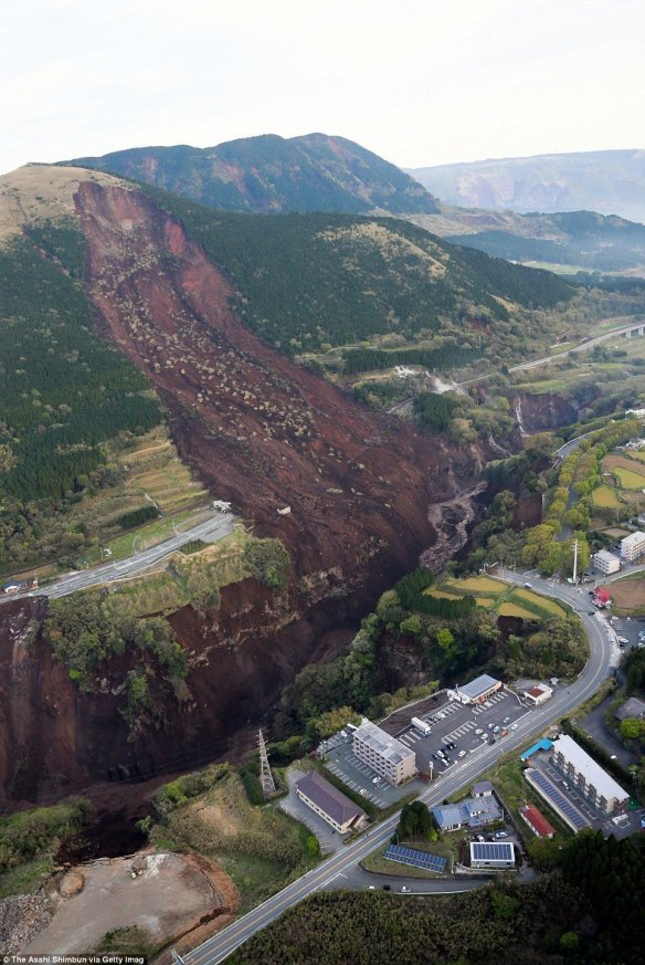 Japan_landslide333B17E900000578_3542347_image
