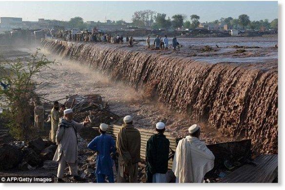 Pakistan32D3742600000578_3524156_image